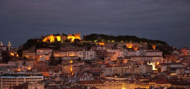 Lisboa_noite_Viajando bem e barato pela Europa
