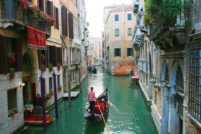 Veneza_ruas_Viajando bem e barato pela Europa