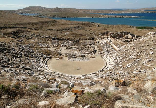 Mykonos_Delos_Ancient Theatre_Viajando bem e barato pela Europa
