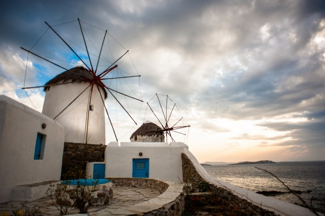 Mykonos_Windmills_Viajando bem e barato pela Europa