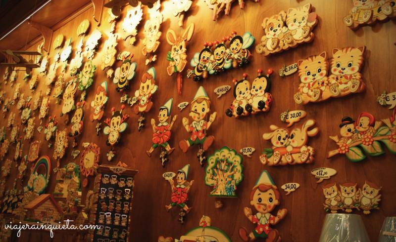 Una tienda llena de relojes artesanales