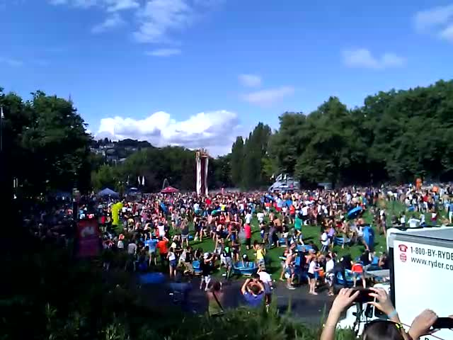 Seattle 4000-Person Water Balloon Fight