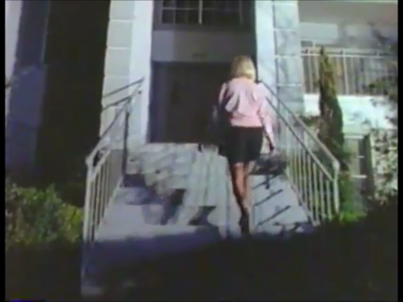 The Night Brings Charlie 1990 – There are two great things about this scene and they have nothing to do with the killing ;) – a SLASH above…