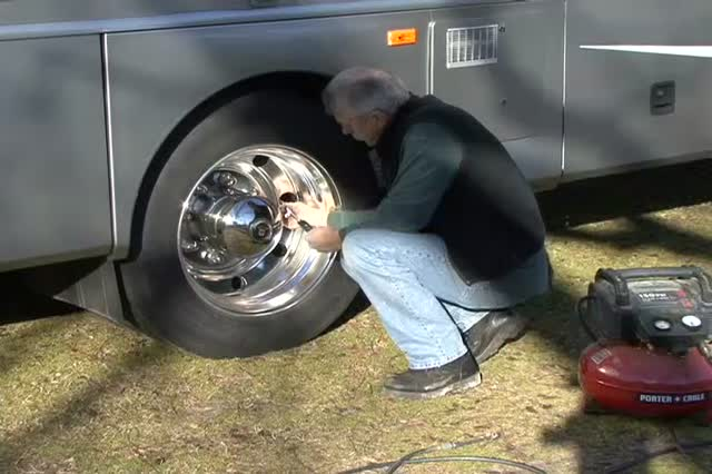How To Select an RV Tire Gauge