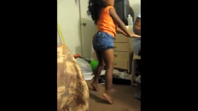 mom-teaches-4-year-old-daughter-twerk-team