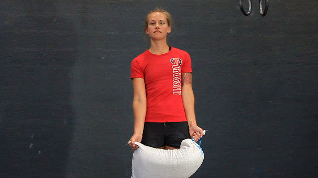 Sandbag_Carry_FAIL_front_below_hips_web_640x360