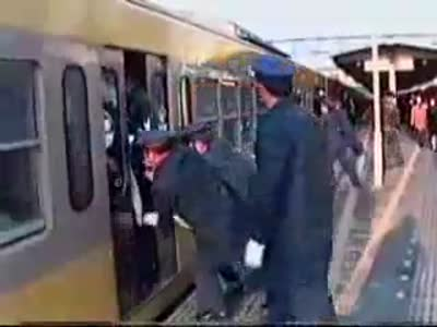 Crowded-train-in-Japan[www.savevid.com]