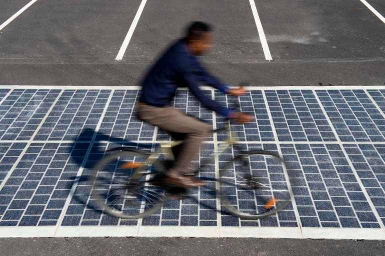 COLAS - Wattway - route solaire @ Magny-Les-Hameaux (78) - © Joachim Bertrand / COLAS