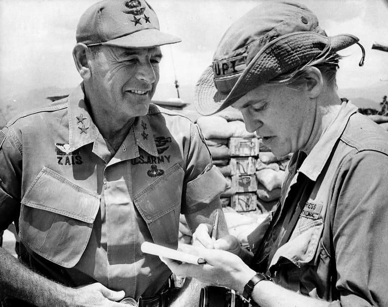 David Lamb, right, interviews Melvin Zais, commander of the 1st Infantry Division in Vietnam.