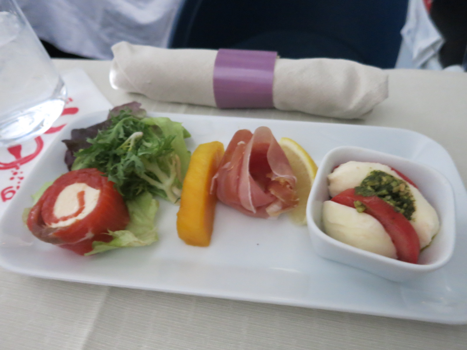 Review delta business class sydney los angeles view for American cuisine presentation
