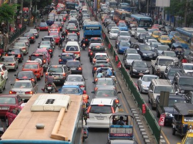 1200px-Bangkok_traffic_by_g-hat