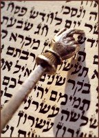 Torah_with_pointer