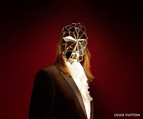 Don't think there's a better way of representing an MK slave's fractured psyche. Of course, this can only be a masked of a broken mirror, but, considering the imagery of the other costumes, there's definitely a multiple-persona theme going on there.