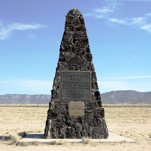 O Trinity Site Obelisco está localizado na latitude 33.