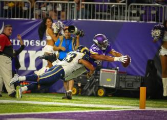 Vikings Beat Rams 27-25