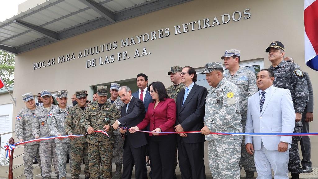 Presidente Danilo Medina anuncia cambios y mejoría de vida de militares