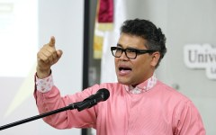 Carlos Peña advierte contra los peligros del nuevo orden mundial promovido por Leonel
