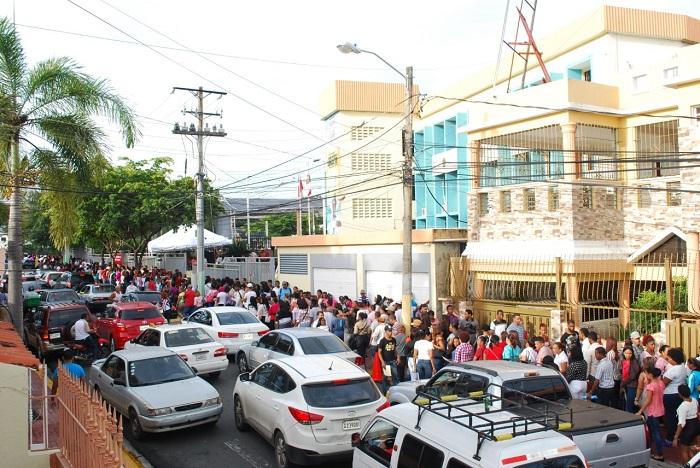 Alcalde René Polanco destaca éxito 1ra Feria de Empleo en ASDN para nuevo Hipermercado Olé