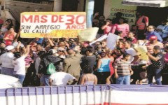 Residentes barrios Sabana Perdida reclaman calles asfaltadas ante visita presidente Medina al teleférico.