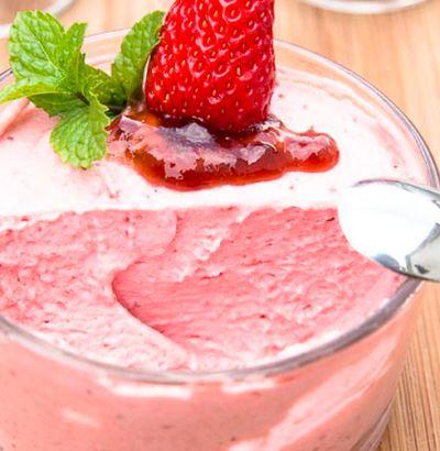 Eggless strawberry mousse, easy eggless strawberry mousse, easy dessert with strawberry and whipping cream