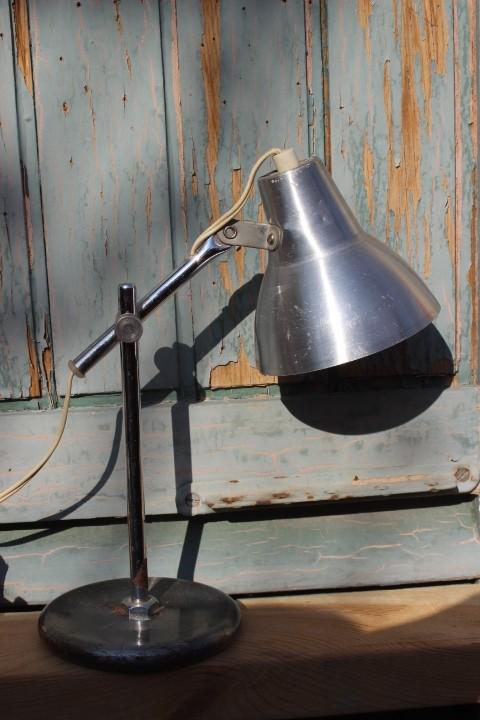 Petite lampe poser articul e en m tal vintage by fabichka for Lampe pipistrello petit modele
