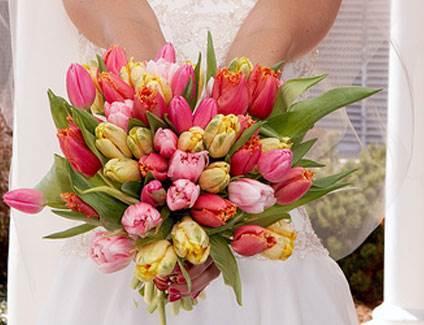 Spring Wedding style - tulip bouquet via National Vintage Wedding Fair blog