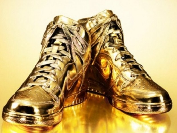 Ten unusual gold products. Nike sneakers made ​​of pure, 24-carat gold