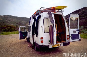 Man Quits Job, Converts Old Van Into Comfy Home to Travel the World