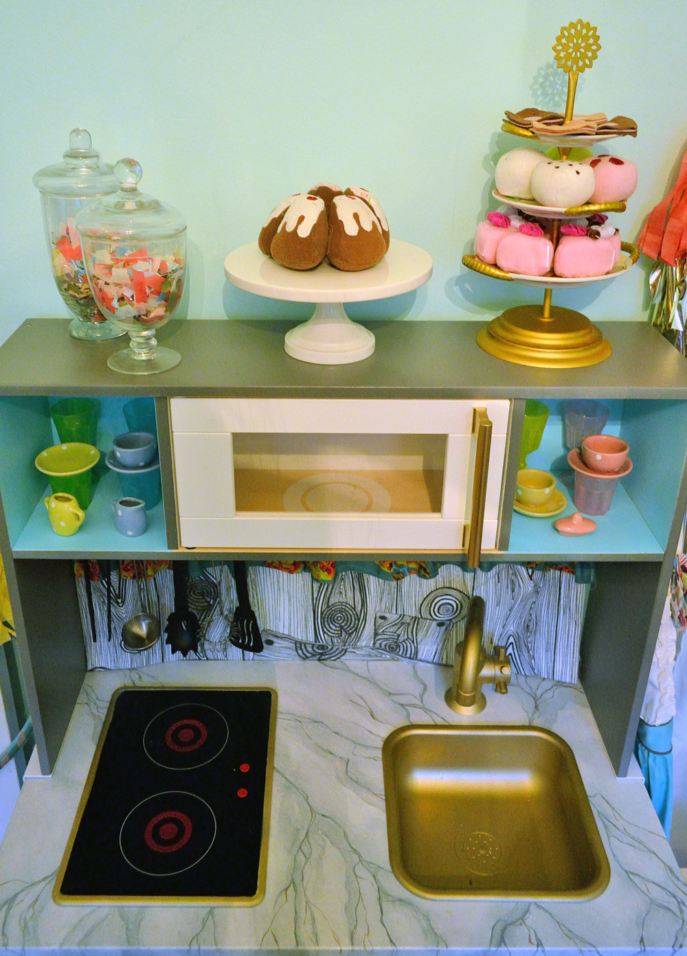 BigGirlRoomDay2_KitchenSet