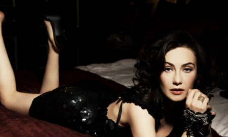 carice in bed What are Game of Thrones Carice van Houten's Beauty Secrets? main image