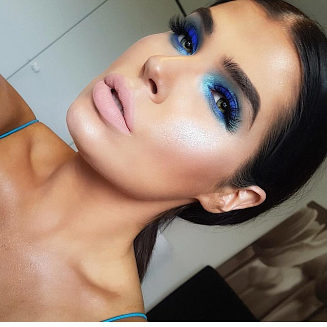80s-makeup-trends-bold-colors-blue-pink-dramatic-blue-aqua-smoky-eyeshadow