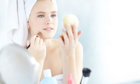 applying-powder-WATCH-All-Natural-Face-Powders-That-Are-Good-for-Your-Skin-main-image.jpg