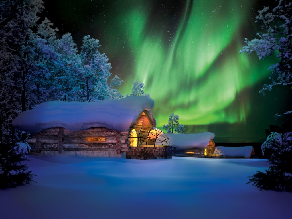 Kakslauttanen_Arctic_Resort_Kelo_Glass_Igloo_Northern_Lights