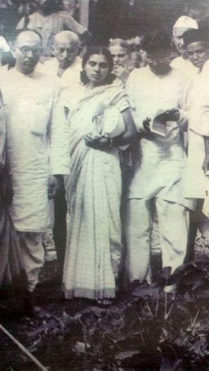 Pyarelal and Sushila Nair during their peace work at Noakhalli