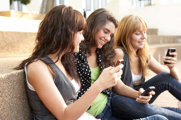 http://i2.wp.com/vividtimes.com/wp-content/uploads/2013/01/teen-mobile-behavior.jpeg?fit=600%2C399