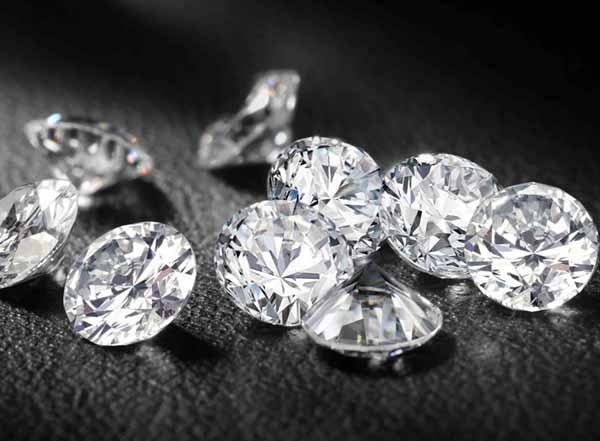 http://i2.wp.com/vividtimes.com/wp-content/uploads/2013/03/How-Are-Fake-Diamonds-Made.jpg?fit=600%2C441
