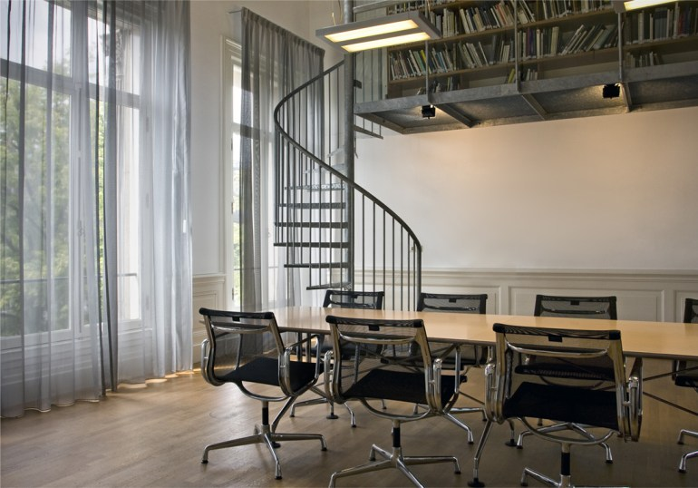 Eames Aluminium Group chairs in the real office