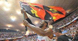 Mike Harris celebra luego de conquistar su segundo campeonato con los Leones de Ponce.