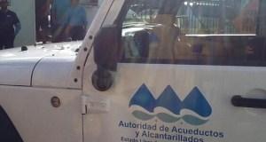 Brigada de la Autoridad de Acueductos y Alcantarrillados.