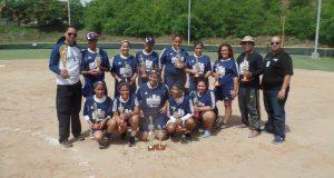 Las integrantes del equipo de Maunabo celebraron su campeonato.