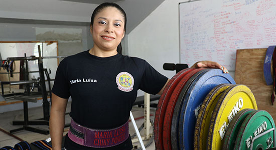 María Luisa Vásquez fue exaltada al Salón de la Fama del Powerlifting. (Voces del Sur)