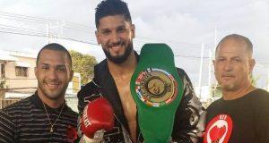"""Carlos """"El Olímpico"""" Negrón se convirtió en el campeón peso completo FECARBOX del CMB."""