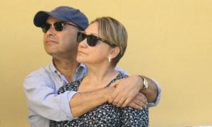 Luis Gutiérrez, congresista puertorriqueño, acudió al evento con su esposa. (Voces del Sur)