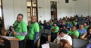 Domingo Serrano Gual y José Luis Ortiz González, empleados de AES, deponen durante la vista pública. (Voces del Sur)