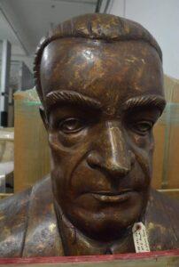 Busto de Luis Llorens Torres creado por María Elena Perales.