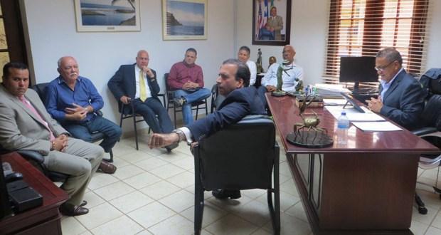 La reunión se llevó a cabo en la alcaldía de Maunabo. (Facebook / Municipio de Maunabo)