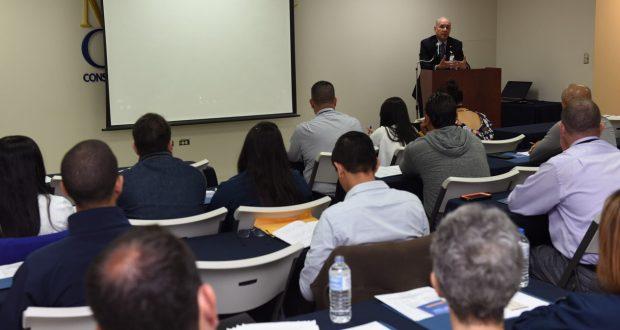 Personal de Med Centro ofreció un adiestramiento sobre el programa Estudiante saludable a maestros y directores de las escuelas beneficiadas por la iniciativa.