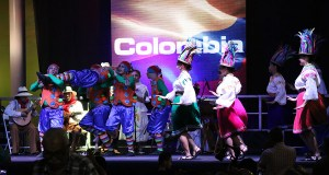 El Grupo Tejiendo El Azar representó a Colombia en el primer Puerto Rico International Folk Fest. En la foto, durante su presentación en Guánica. (Voces del Sur)