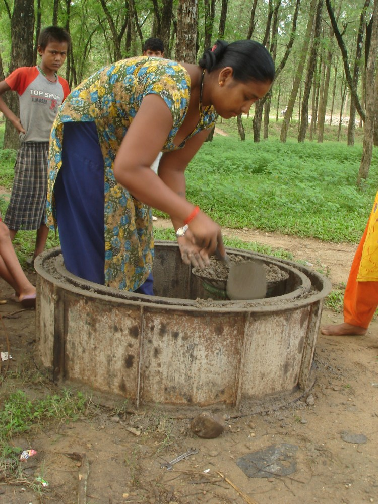 Nepal: Women can lead toilet construction work and support their family (1/3)