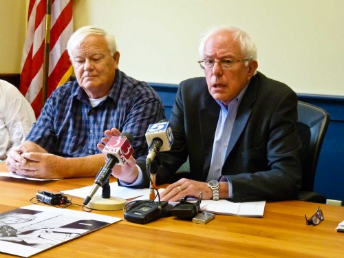 Sen. Bernie Sanders, right, and Jim Coutts, director of the Franklin County Senior Center speaking on Thursday. VTD/Anne Galloway
